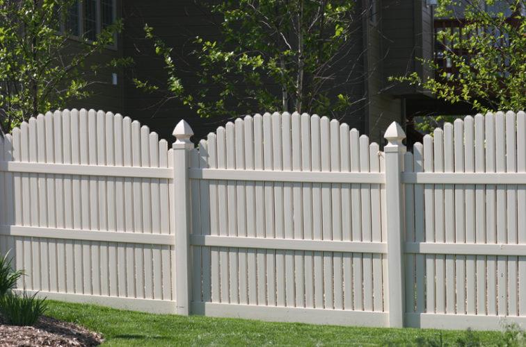 AFC Iowa City - Vinyl Fencing, 556 6' overscallop picket white