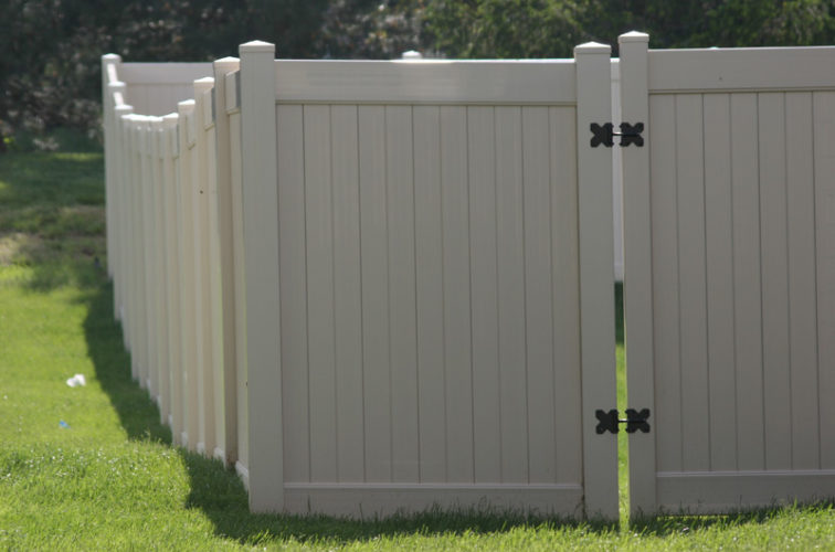 AFC Iowa City - Vinyl Fencing, 6' solid Privacy (622)