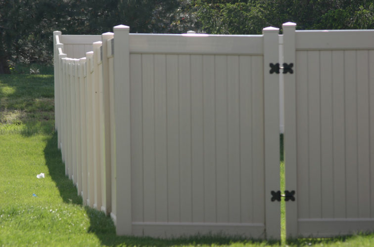 AFC Iowa City - Vinyl Fencing, 6' solid privacy (621)
