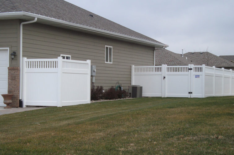 AFC Iowa City - Vinyl Fencing, Privacy with Picket Accent