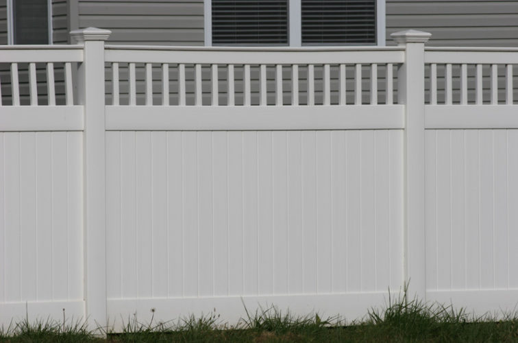 AFC Iowa City - Vinyl Fencing,Vinyl 6' private with picket accent 707