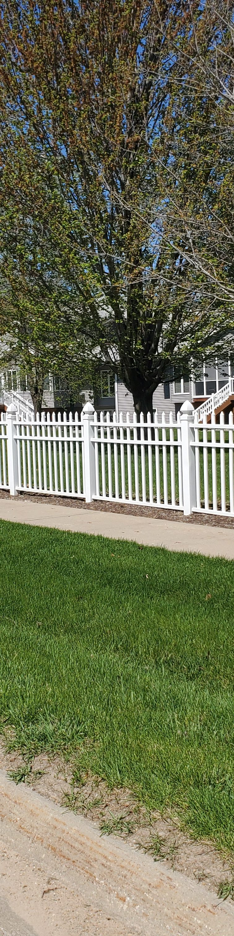 American Fence Company of Iowa City - 4' White Vinyl Picket Fence